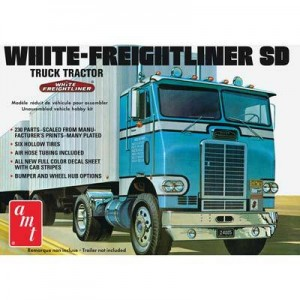 AMT AMT1004 White Freightliner SD 1/25 Scale Plastic Model Kit